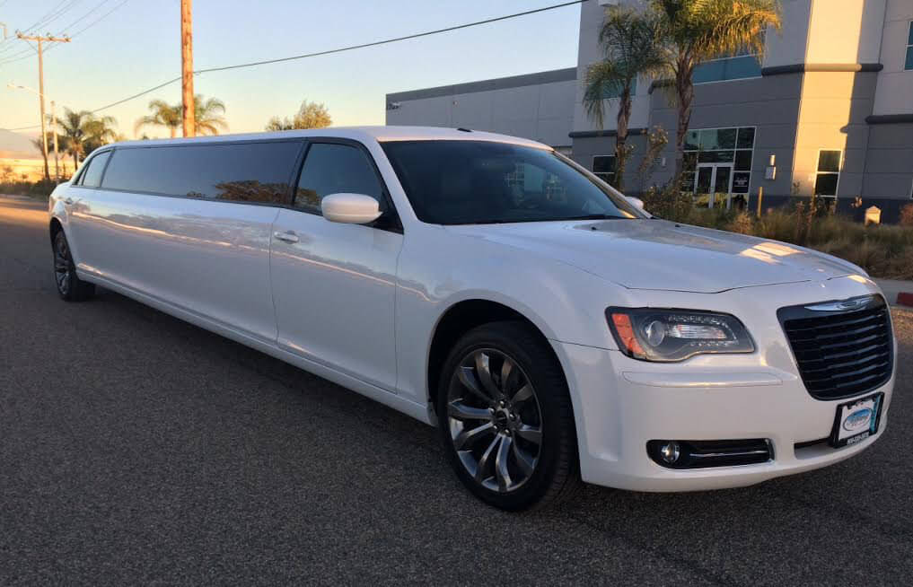 White Chrysler 300 >> Chrysler 300 Stretch White Milimo